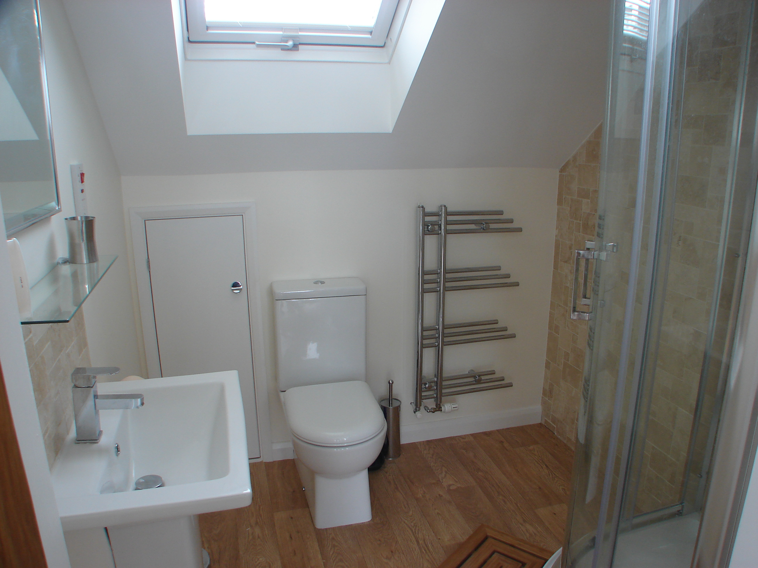 Polzeath Chalet Bathroom 1